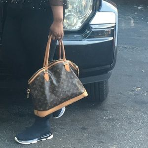 Authentic Louis Vuitton large lock it bag